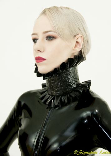Latex lace frilled collar